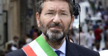 Continue pressioni del PD affinchè il Sindaco di Roma Marino si dimetta.