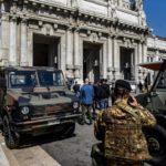 Milano, 20enne si oppone ad un controllo e accoltella un agente e due militari
