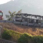 Raccordo AV-SA, bus divorato dalle fiamme