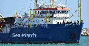 Attracco della Sea Watch a Lampedusa, tratta in arresto la comandante